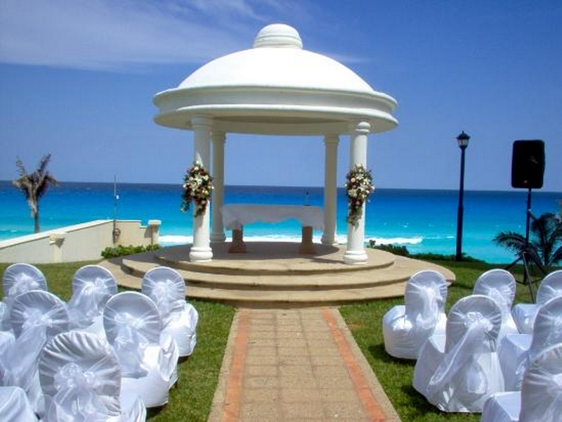 Marriage is the happiest day in men and also in women, so they like to see their wedding ceremony beautiful and colorful. So I try to collect some Gazebo Design Ideas for your wedding ceremony. I think all these Gazebo Wedding Designs Ideas will be more helpful for your best decision. There are roses more flowers and swat and graceful color combination that will make more charming and beautiful. So see and choose one Gazebo Wedding Design Ideas for yourself.